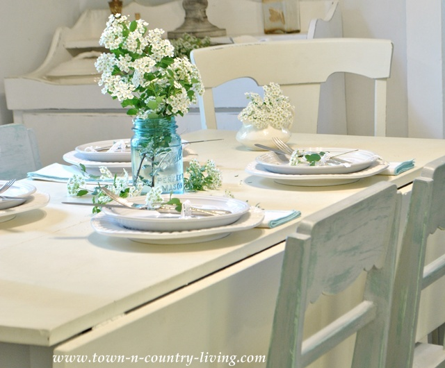 White farm house dining room - www.town-n-country-living.com
