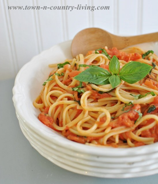 Spaghetti with Tomato and Basil