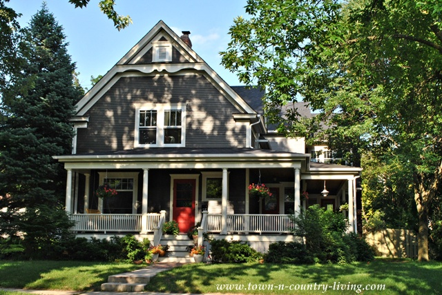 Home tour in the historic district of naperville illinois for Classic houses images