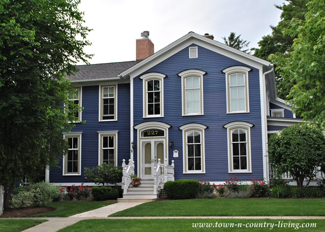 Home tour in the historic district of naperville illinois town country living for Historic house colors exterior