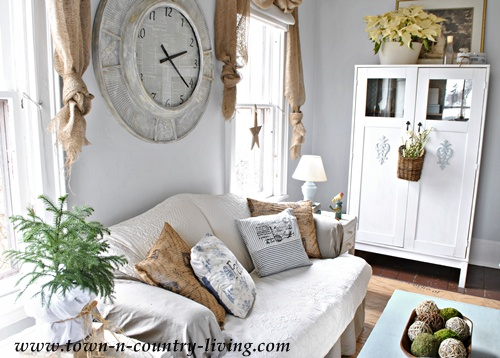 Country Style Decorating in the Family Room - Town & Country ...