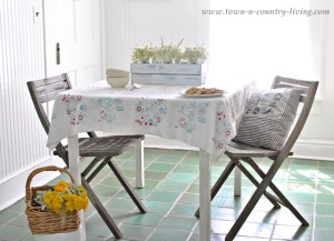 Create a Cottage Style Breakfast Nook