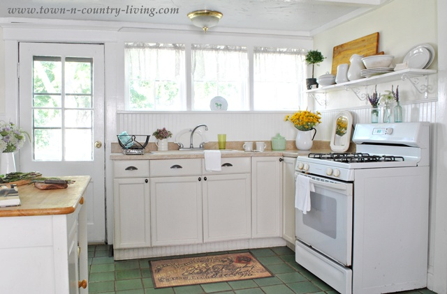 Farmhouse Country Kitchen via Town and Country Living