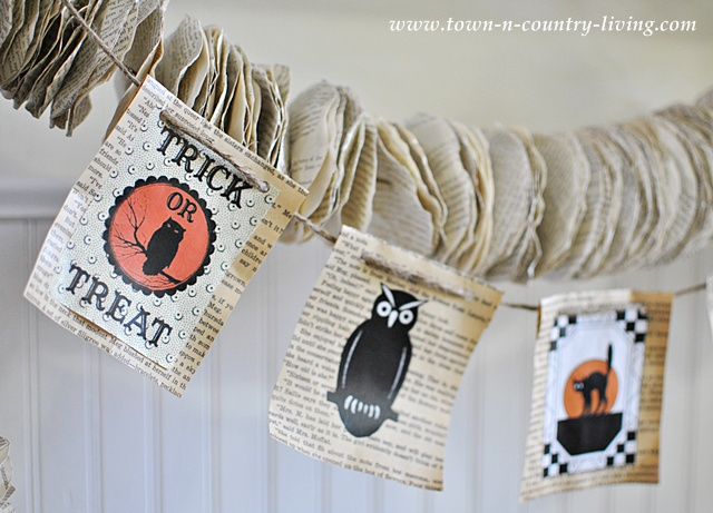 Vintage Halloween banner via Town and Country Living