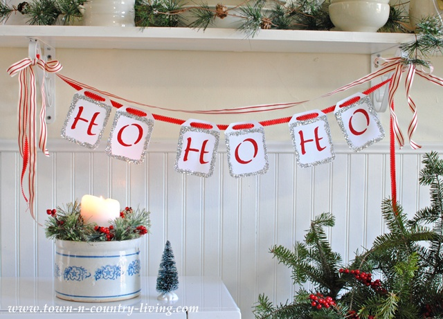 Quick and Easy Christmas Banner by Town and Country Living