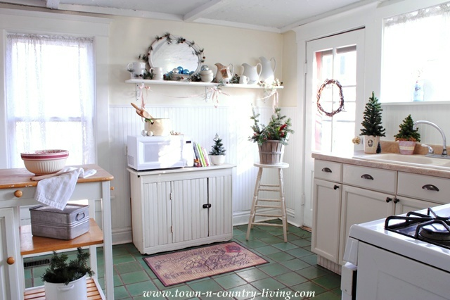 Farmhouse Country Kitchen at Christmas