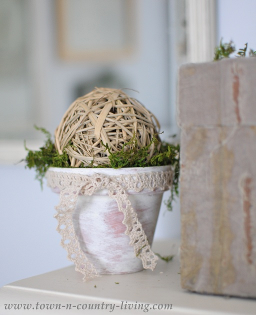How to make a decorative mossy pot