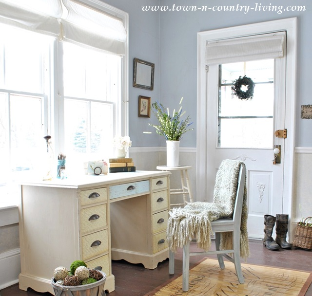 Cozy Home Decor at Town and Country Living