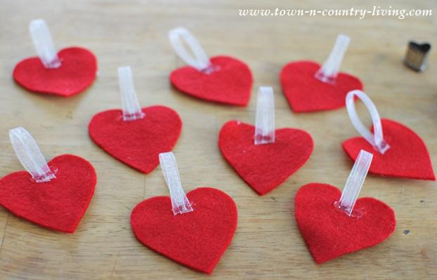 Instructions for making a felt Valentine banner