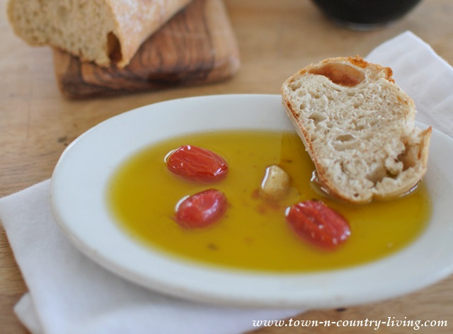 How to make tomato garlic dipping oil