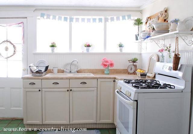 Spring Decor in a Farmhouse Kitchen