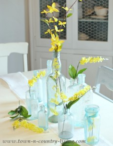 Easy Springtime Centerpiece in Yellow and Aqua