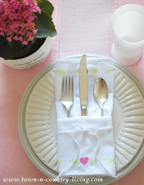 How to stencil dinner napkins