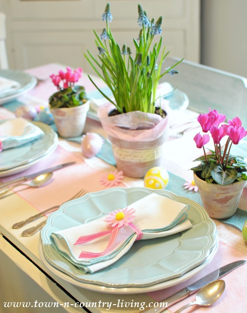 Easter-Table-Setting & Sweet and Simple Easter Table Setting - Town u0026 Country Living