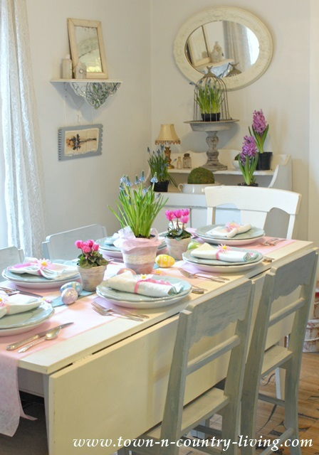 Farmhouse-Table-in-Easter-Colors