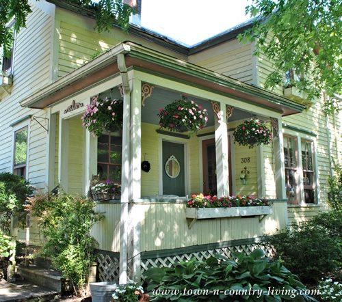 Farm House Porch on a Sunny Summer Day #farmhousestyle