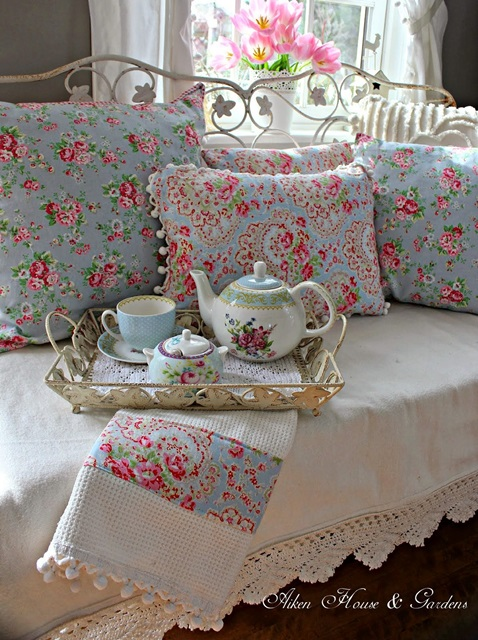 Rosemary 39 s rose cottage on pinterest cottages shabby for Cath kidston style bedroom ideas
