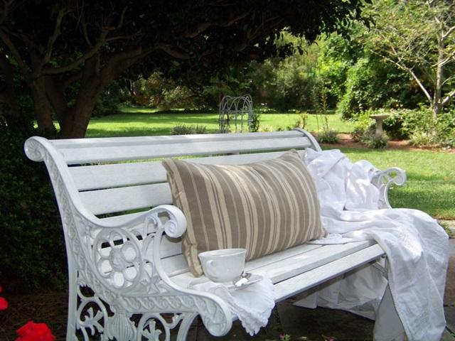 White Cottage Garden Bench