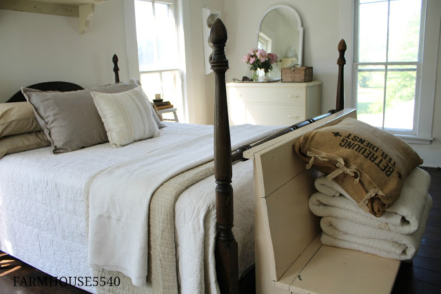 Charming farmhouse tour farmhouse 5540 town country for Farmhouse guest bedroom