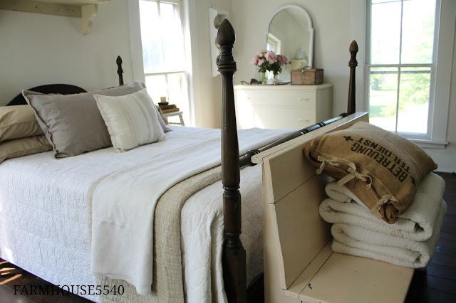 Charming farmhouse tour farmhouse 5540 town country for Farmhouse guest bedroom
