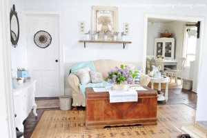 How to Decorate with Lilacs in Your Living Room