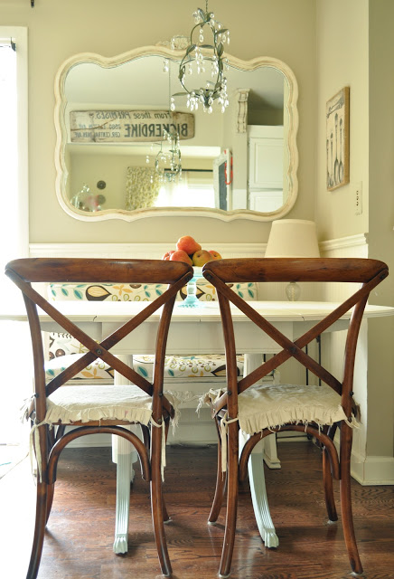 Charming Traditional Breakfast Nook