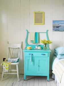 10 Ideas for Decorating with Painted Furniture