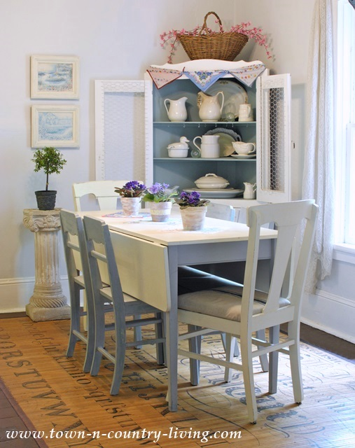 Cottage Style Summer Decorating In The Dining Room