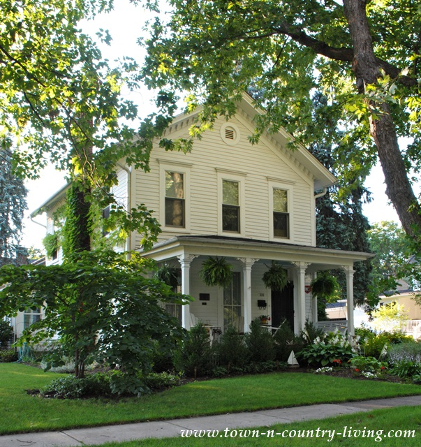 15 historic homes in geneva illinois town country living for Home builders in southern illinois