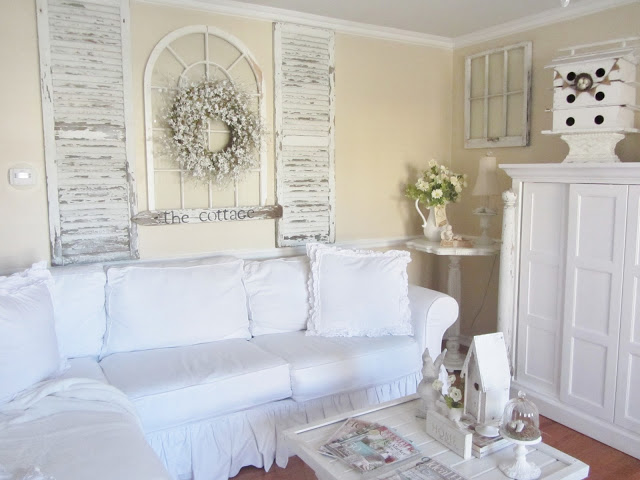 Charming home tour junk chic cottage town country living - Shabby chic schlafzimmer ...