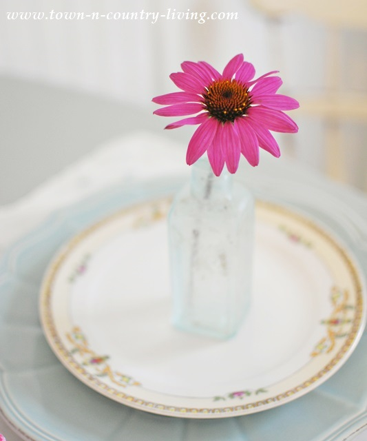 Single flower in aqua vase makes a pretty statement at a simple Summer table setting. & Simple Summer Table Setting with Garden Flowers - Town \u0026 Country Living