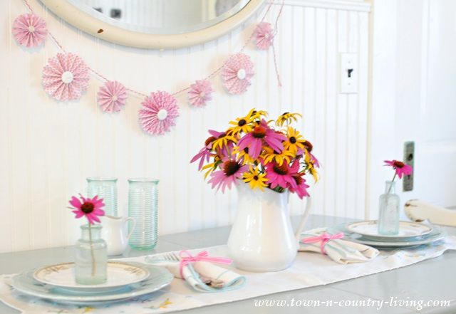 Simple Summer table setting for two & Simple Summer Table Setting with Garden Flowers - Town u0026 Country Living