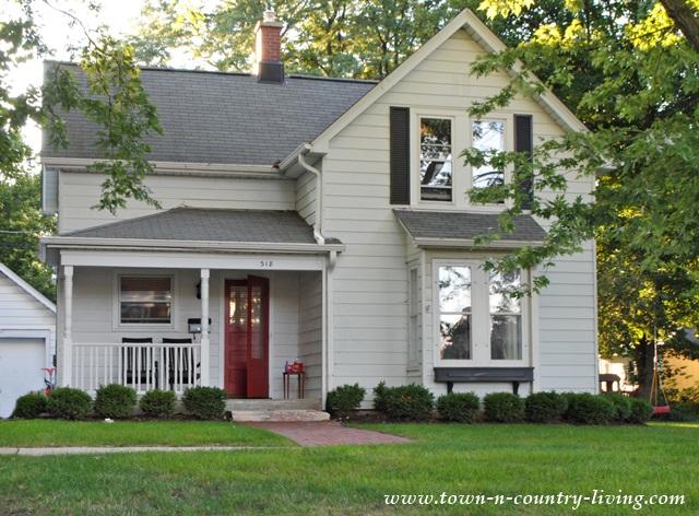 White Farmhouse in the Historic District of Geneva Illinois
