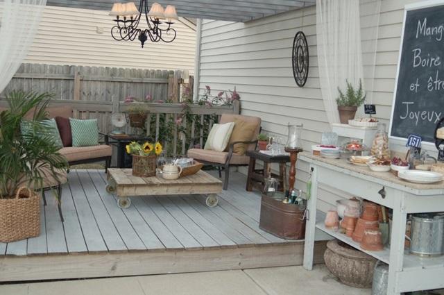 Backyard Outdoor Living Space