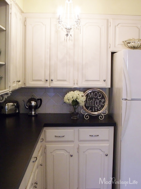 Black and white mod vintage kitchen