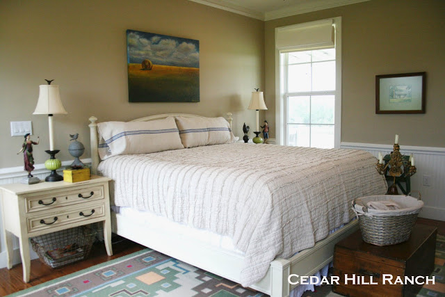 The Master Bedroom Is Pretty And Peaceful The Pastoral Oil Painting
