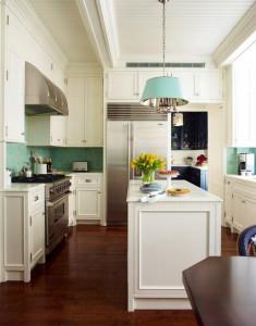 DIY Home Decor. Kitchen in Aqua and White.