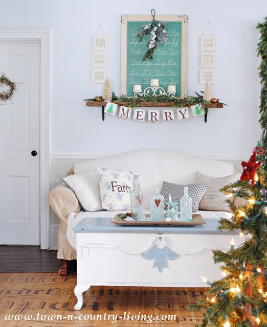 Country Style Farmhouse Living Room at Christmas