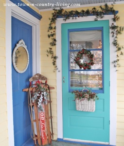 Decorating the Christmas Porch: 19 Ideas