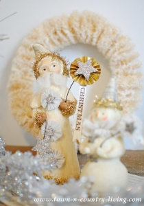 Vintage Style Christmas Vignette and a Winner!