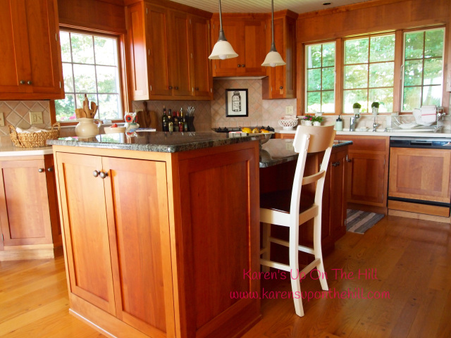 Kitchen Decor with Warm Wood Cabinets in a Country Style Kitchen
