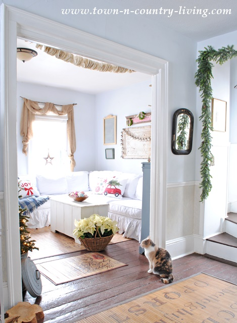 DIY Christmas Decor. View into my Farmhouse Family Room