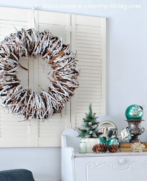 DIY Christmas Decor. Vine Wreath on Painted Shutters
