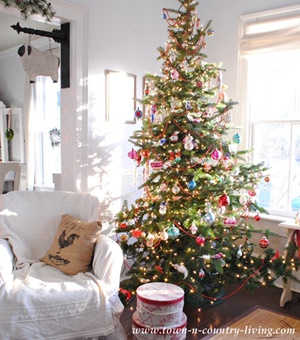 Vintage Style Christmas Tree at Holiday Home Tour
