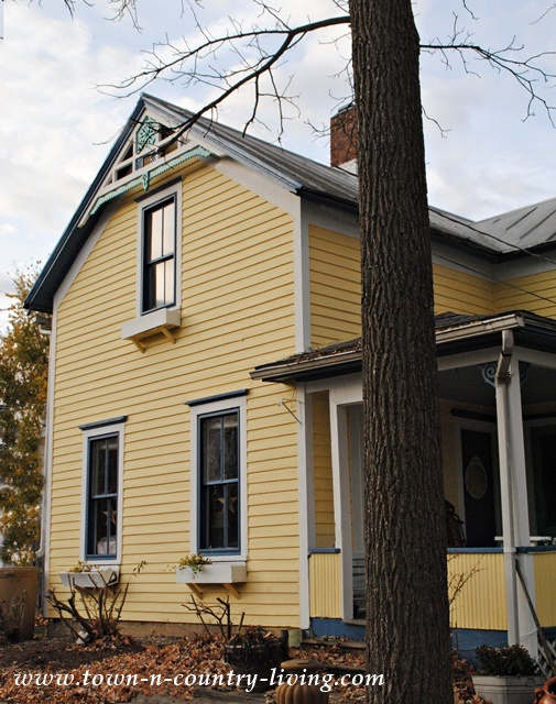 Clapboard farmhouse she 39 s finally painted town country living - Victorian farmhouse style paint ...