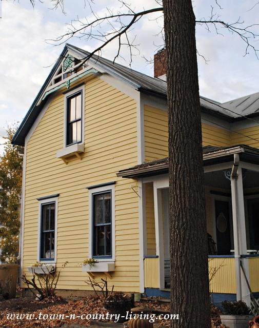 Yellow Victorian Farmhouse1