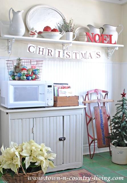 Christmas Decor in Farmhouse Kitchen