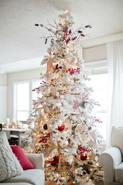 12 christmas tree examples part two town country living. Black Bedroom Furniture Sets. Home Design Ideas