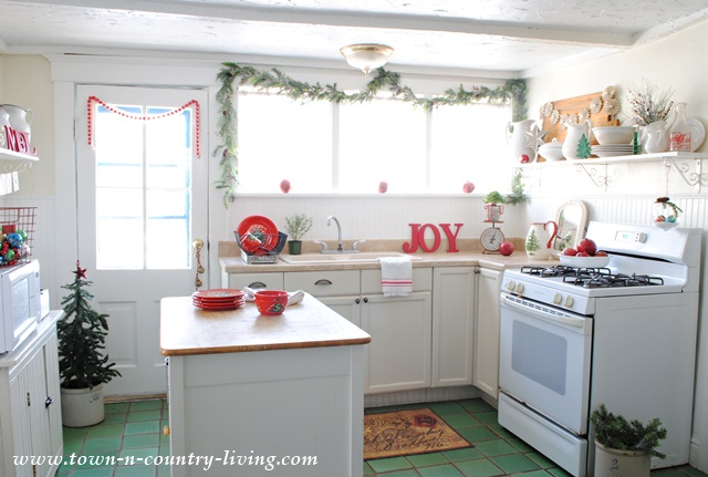 Farmhouse Kitchen decorated in red and white for Christmas