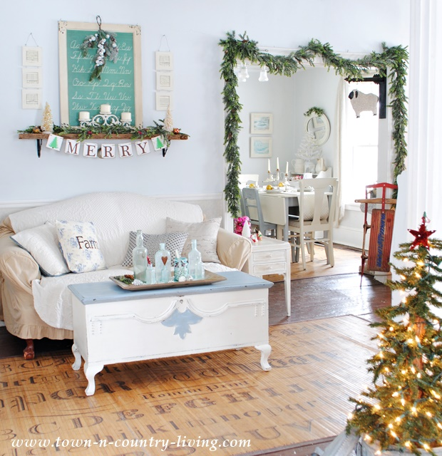 Country Farmhouse Living Room: Style House Christmas-Town + Country Living